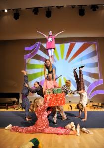 Tykkimäen Sirkuskoulu toi Joulujuhlaan näyttävän esityksen. ( Kuva Johannes Wiehn )